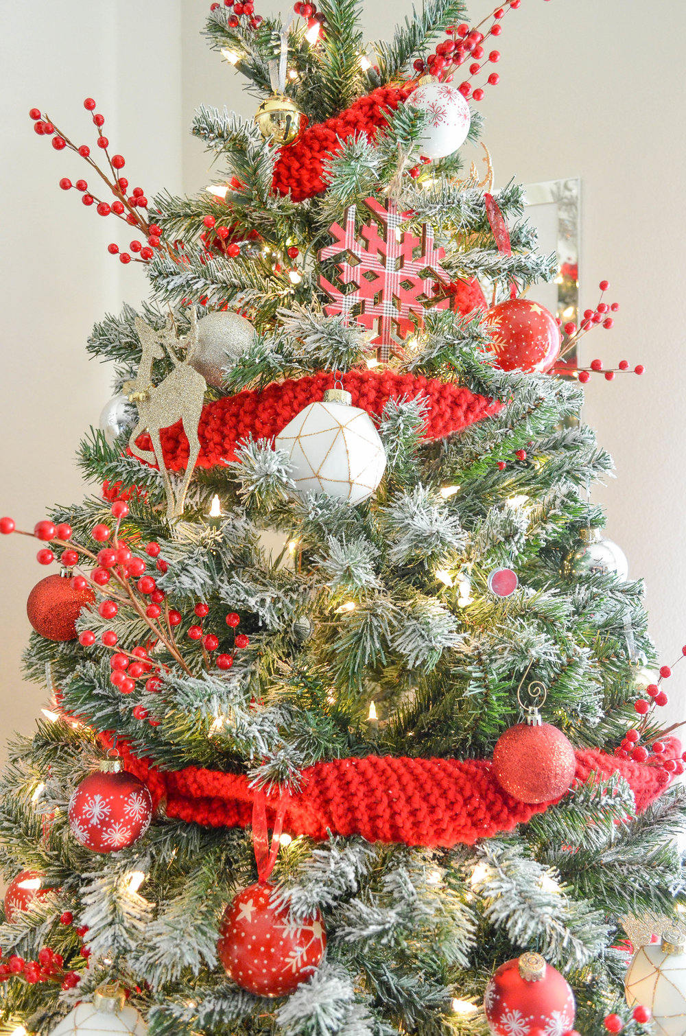 Book Christmas Tree Decorating - Asha-Maia Design | Interiors + Events, Interior Design, Interior Designer, Interior Decorator, Christmas Decorator, Christmas Decoration, Christmas Tree Decorating, Holiday Decorator, Alexandria, VA 22302, Serving Alexandria, VA, Arlington, VA, Washington, DC and surrounding areas.