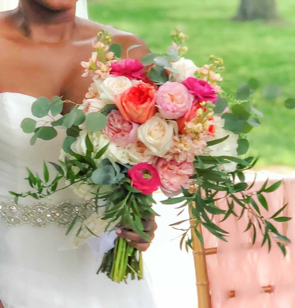 Whimsical Coral Wedding at the DC War Memorial