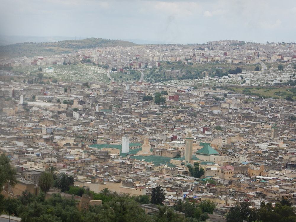 the old quarter of Fez has many mosques. They do not synchronise their broadcasts.