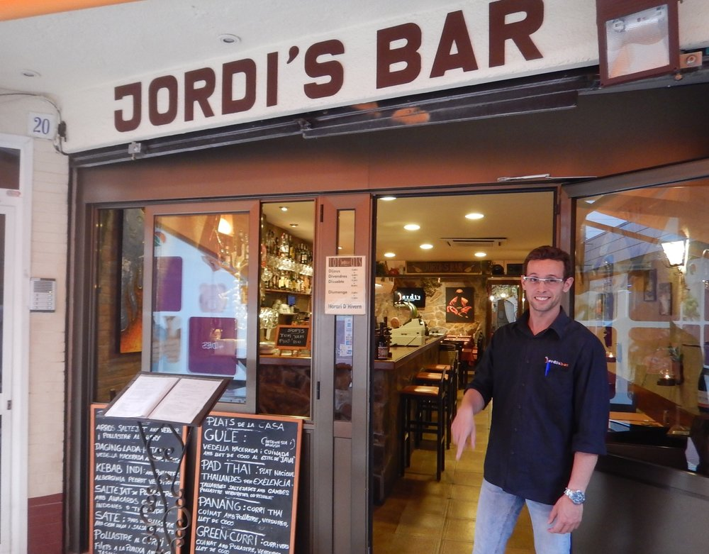 The restaurant is owned by Jordi and his son Jordi, who explained the legend of St George and their passion for Catalanians independence. Jorge Lorenzo won the MotoGP, kind of in keeping with the theme of the times.