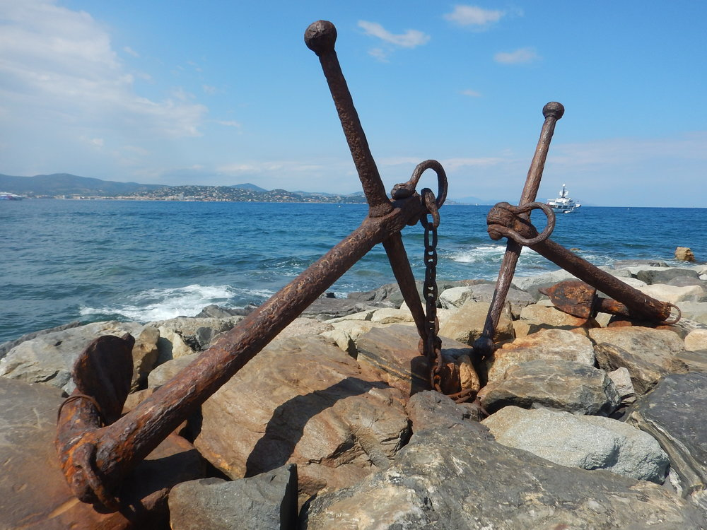 A beautiful pair of old anchors in the breakwater.