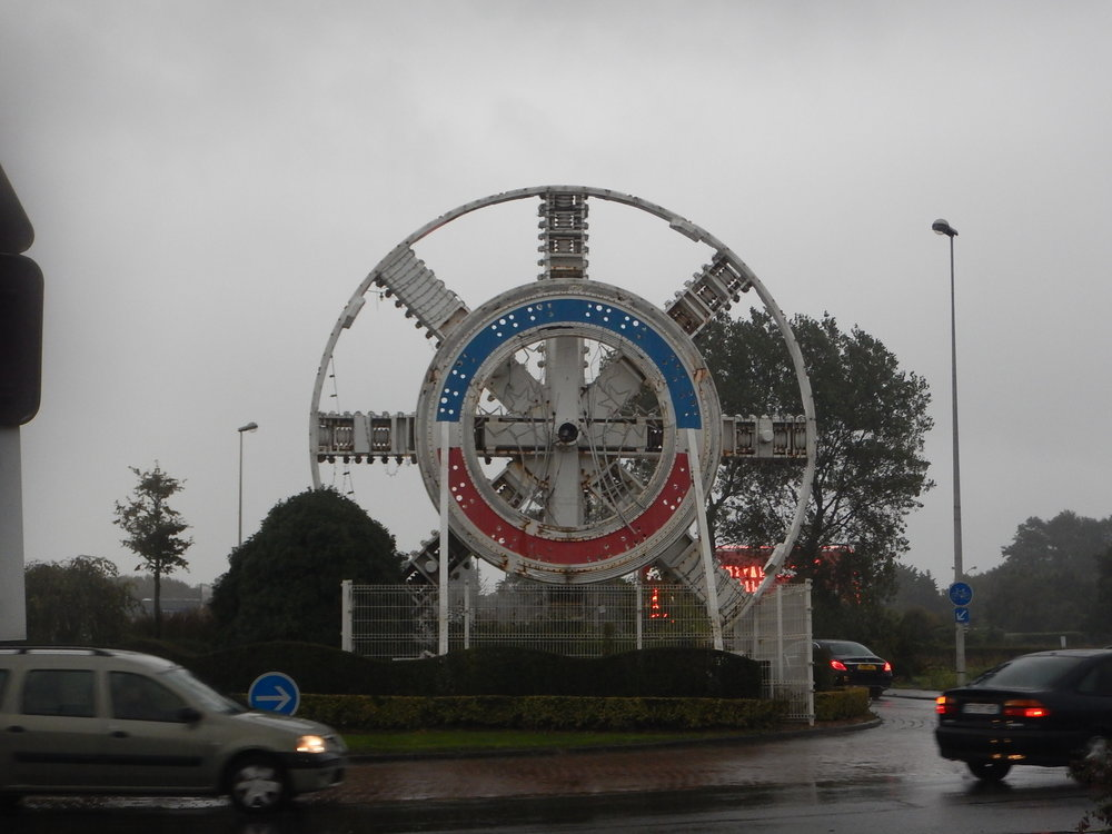 my first thought when I approached this roundabout in Calais was that this is a BIG magneto!!