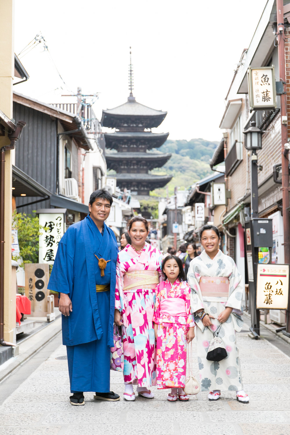 family photoshoot tour in Kyoto with photoguider, Japan