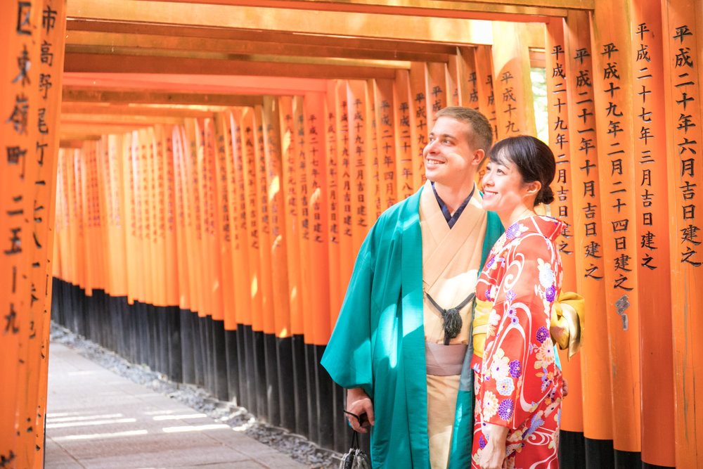 Couple photoshoot tour with Photoguider in Kyoto, Japan