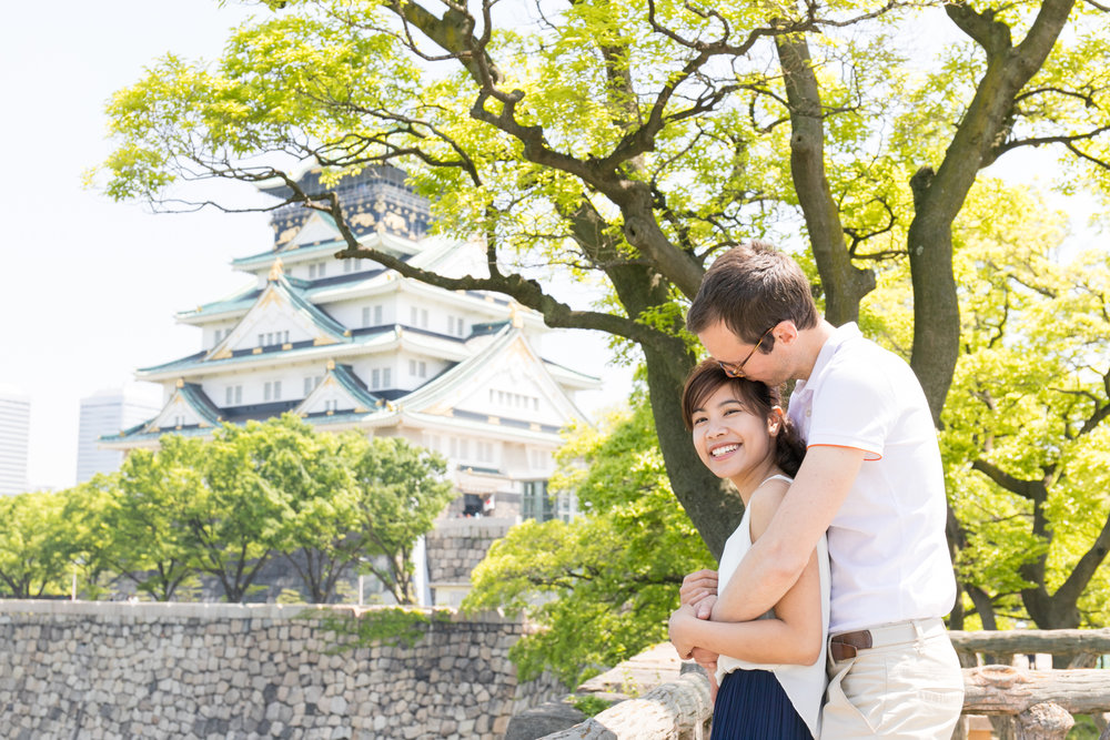 Couple photoshoot tour with Photoguider in Osaka, Japan