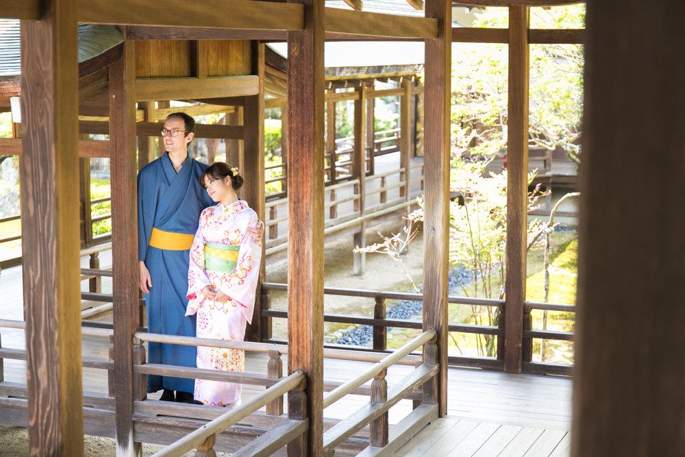 Couple Photoshoot tour with kimono in Arashiyama kyoto with photoguider