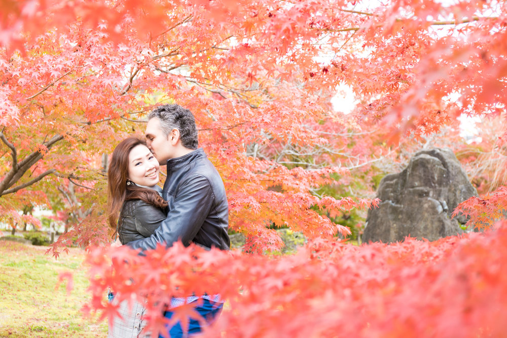 Photoshoot with autumn leaves in Kyoto