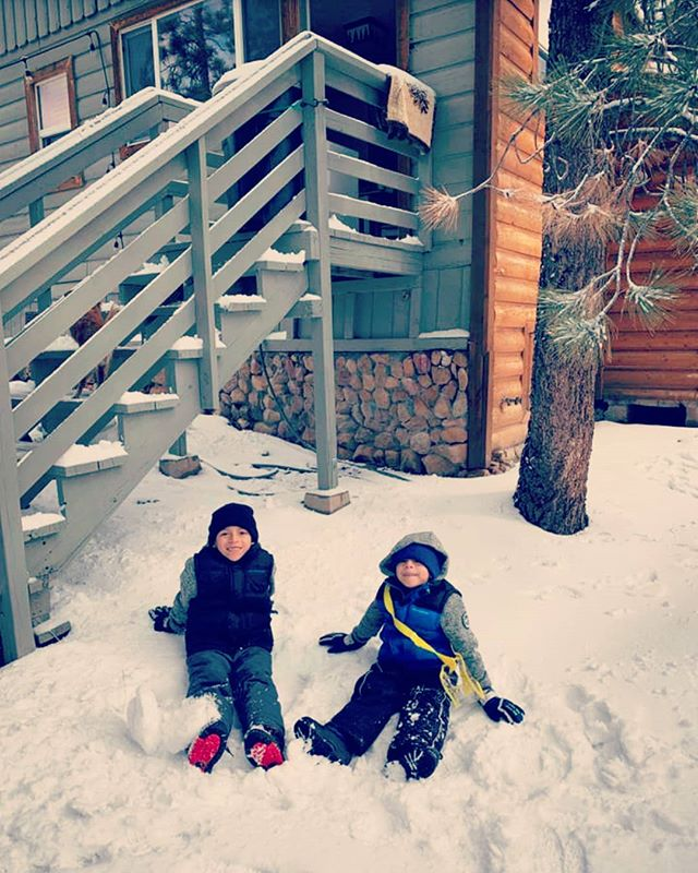 """It was a white Christmas for our renters today. And the kids loved it!! 4"""" of snow over night, thanks nature! 🎄☃️❄️"""
