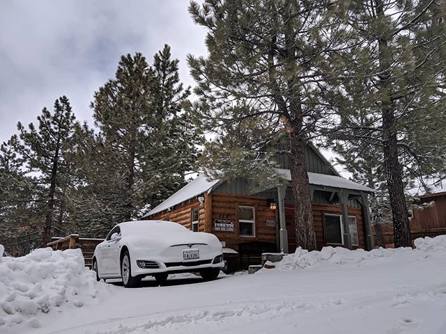 """We got 3"""" of snow last night and more to come this winter weekend! 😍❄️ #bigbearlake #bigbear #cabin #snow"""