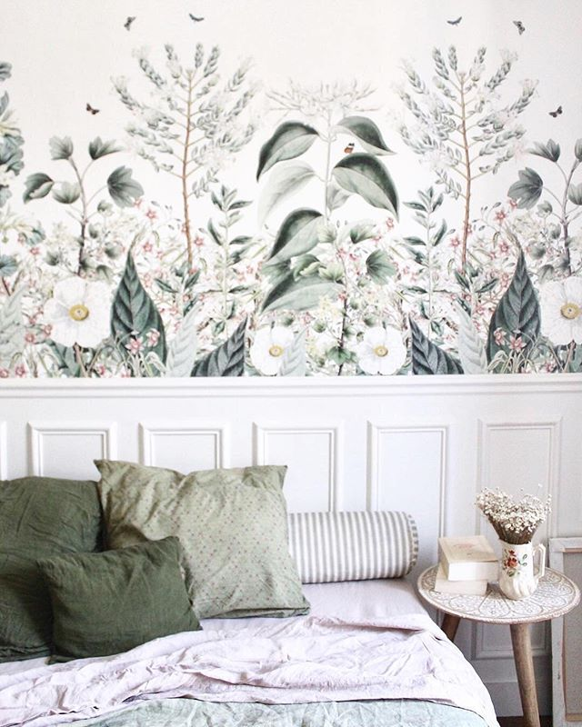 How cute, sweet and lovely decorated. In love with botanic Wallpapers. *. * * Via @aude.jolijour -  #sweetplace #mybedroom #bedroomdecor #naturalhome #decoration #cute #feelathome  Wallpaper @aufildescouleurs