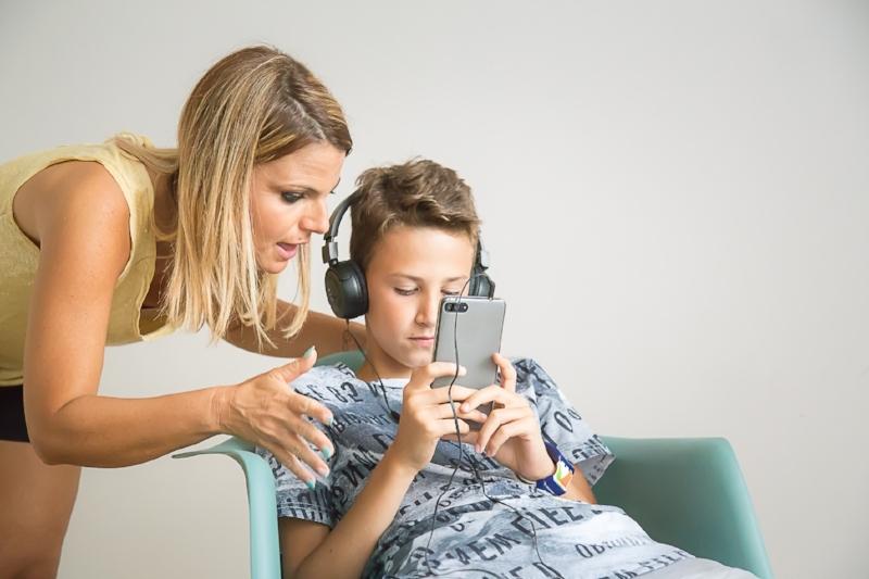 adolescente-non-ascolta-madre