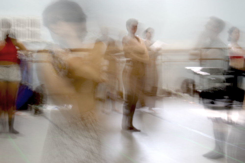 Dancers in motion during a rehearsal (Photo by: Magdalena Vasko)