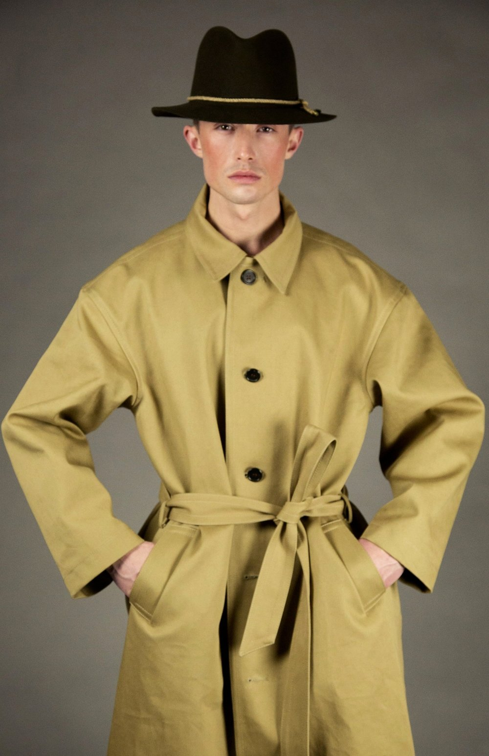 coat 3 wheat  4-button, oversized belted trench.unlined with bias piped seams.natural melange rope detail at neck. natural horn buttons. ankle length.  sizes 0-1-2-3  100% Italian super-fine cotton twill