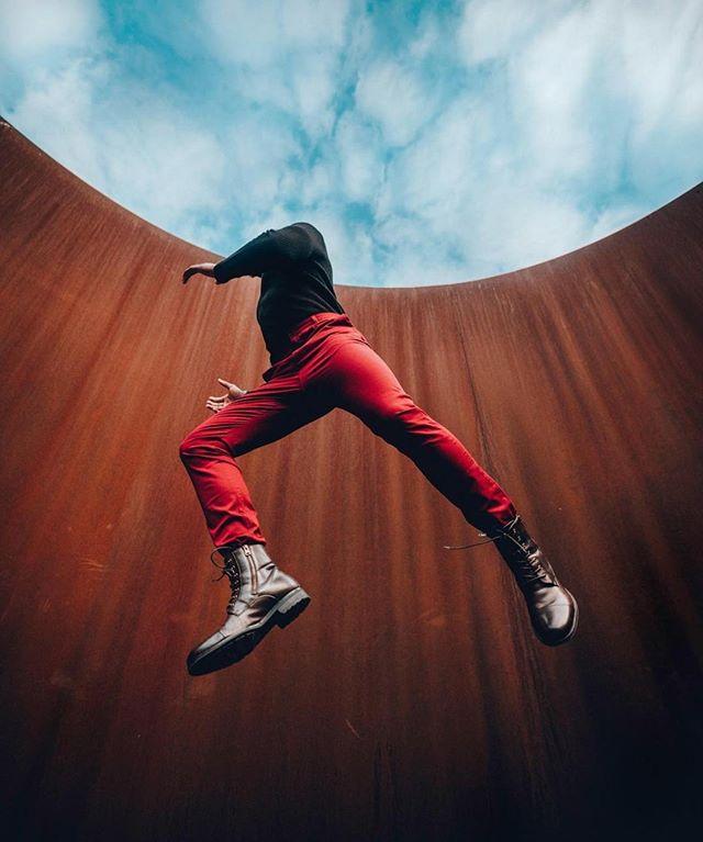 Jumping into the weekend like 🕺Photo via @ayostephens . . . . . . #acreativedc #bythings #mydccool #nationalcathedral #thearcdc #igdc #dcart #exploredc #thisweekoninstagram #photooftheday #washdailyphoto #madeindc #washingtondc #dctography #dcitystyle #visualsoflife #theagnesapp #dcfray #byt #mydclife