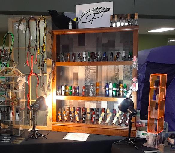 Claude Piette, de Conception CP, profitera de sa présence au 6e Salon National Chasse Pêche Plein Air de Rimouski, du 24 au 26 août pour fabriquer   des appeaux sur place.