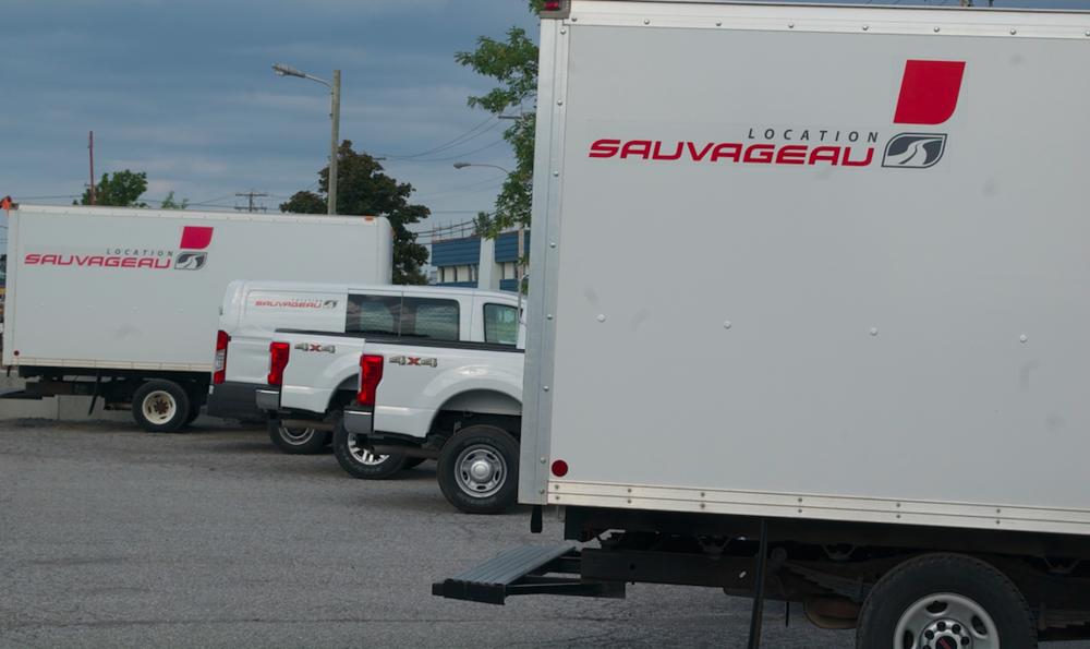 Location Sauvageau est accessible   24 heures sur 24, 7 jours sur 7 au 1-866-728-8243. Un réseau d'agents, comme Mini-Mécanik à Rimouski, couvre tout le Québec.