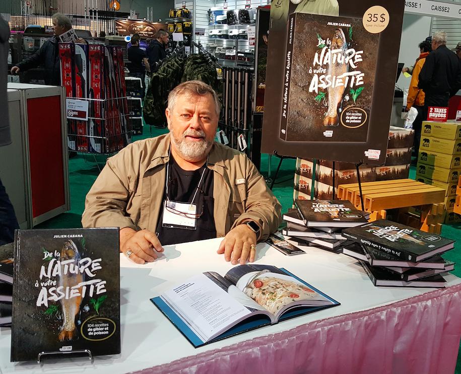 « J'aime cuisiner, j'aimer manger et j'aime déguster les fruits de la chasse et de la pêche, mais je veux, avec ce livre, rappeler aux Québécois que nous vivons sur un territoire giboyeux », affirme Julien Cabana .
