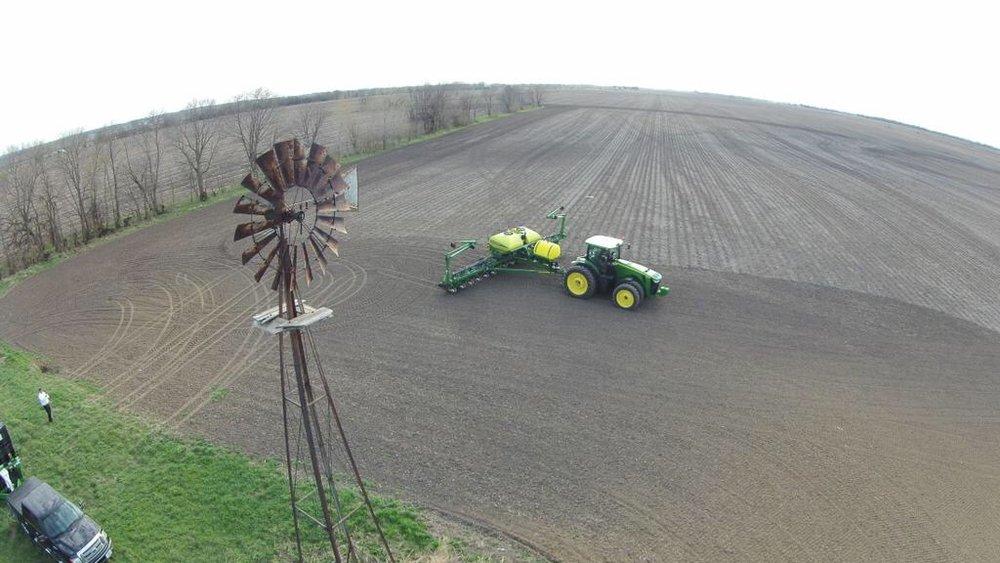 Planter Deere.jpg