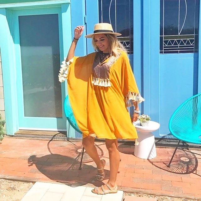 Wear the Amina Kaftan anywhere! @modiris looking fab in #poskaresortwear ✨🌟✨ Now 10% off when you use 10POSKA ! . . #breeze #beach #sun #resortwear #poolside #travelessentials #travelwear #getaway #vacationoutfit #beachstyle #beachdays #vacationblogger #femmetravel #summerchaser #fashiondaily #beachwear #california #delmar #ootd #ootdfashion