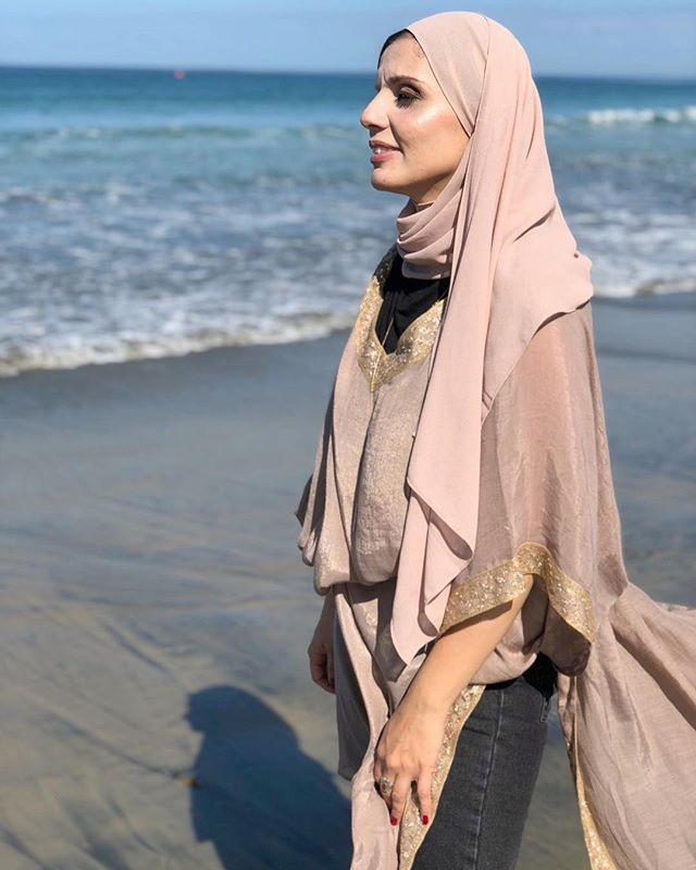 Adding a belt to the Zaideen Abaya and enjoying the beach sun @sohas.herbs 🌊☀️✨#poskaresortwear . . . #vacationoutfit #beachstyle #beachdays #vacationblogger #femmetravel #summerchaser #fashiondaily  #vacationblogger #femmetravel #summerchaser #fashiondaily #wearetravelgirls #radgirlslife #passionpassport #mylook #fashiondiaries #darlingescapes #girlsvsglobe #girlsaroundtheworld #thetravelwomen #explorerbabes #sheisnotlost #chasingsummer #girldiscoverers #ootd #ootdfashion