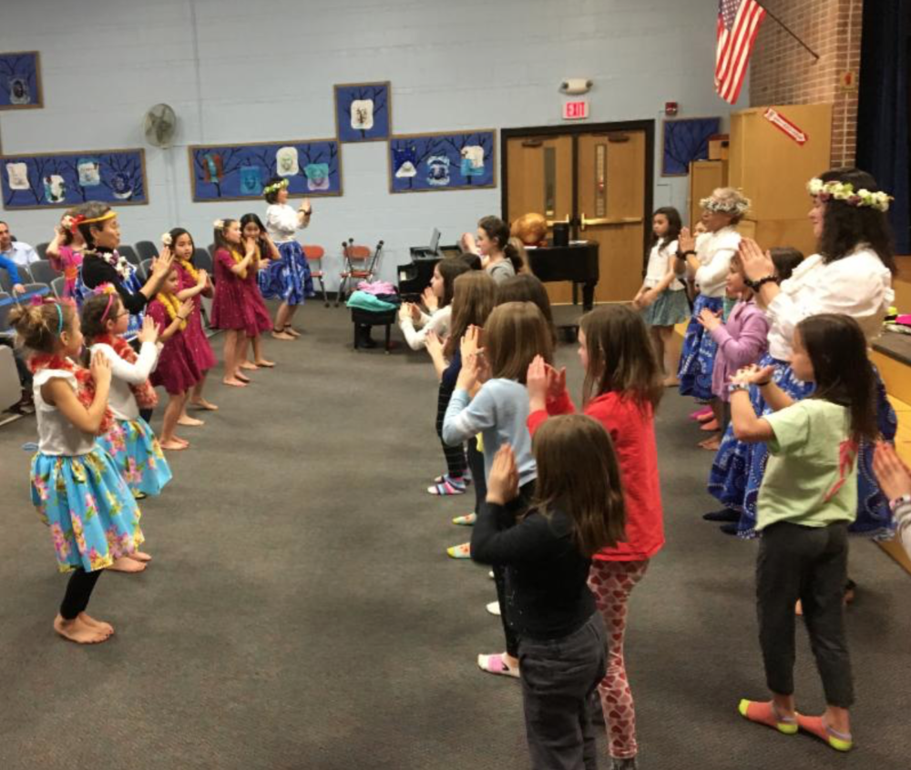 Hula with 3rd Grade Girls Scouts at Lincoln Elementary School in Forest Park - Photo by Nicole Sumida