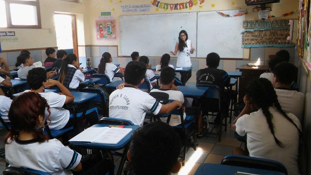 27 marzo - Dulce Alarcon en colegio Scipion Llona1.jpeg