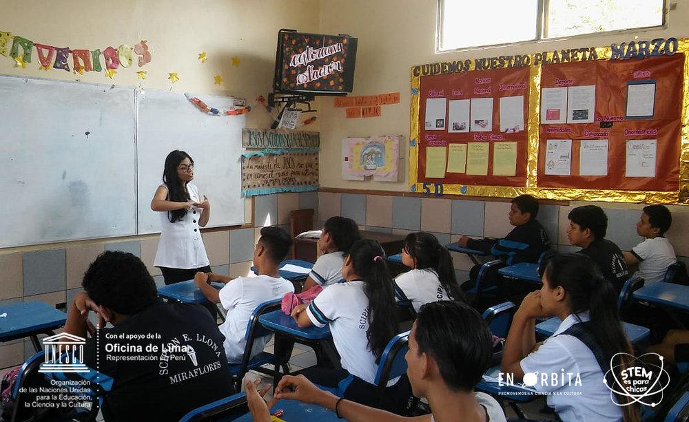 27 marzo - Dulce Alarcon en colegio Scipion Llona3.jpeg