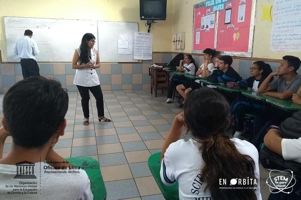 27 marzo - Dulce Alarcon en colegio Scipion Llona5.jpeg
