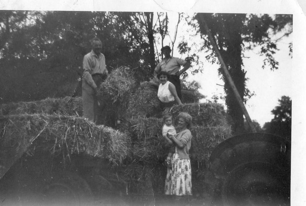 Mio nonno è sul retro - mia nonna sta tenendo la bambina
