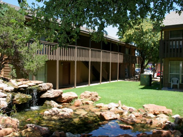 the-boulders-at-lakeridge-lubbock-tx-luscious-landscaping.jpg
