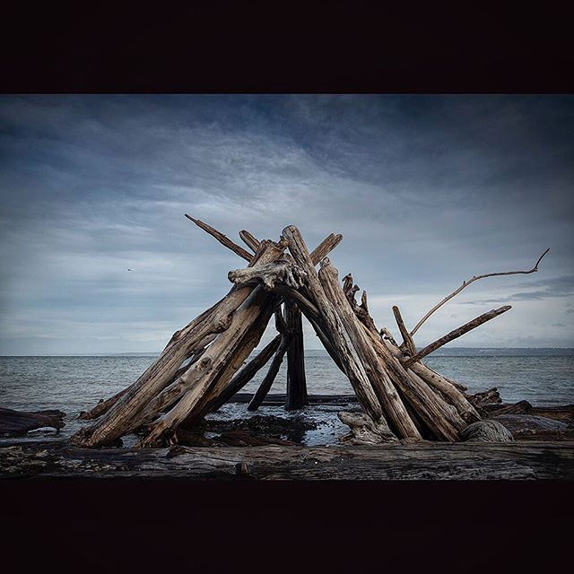 #pnwonderland #home #bainbridgeisland #pugetsound #currentdesignsituation #michaelnalleyphotography #faybay #mood #50shades #driftwooddecor #seattlelife #islandlife #upperleftcoast