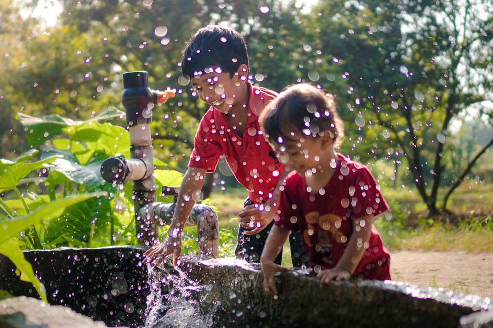 23122017-Boys-Playing-Water-Tank-145.jpg
