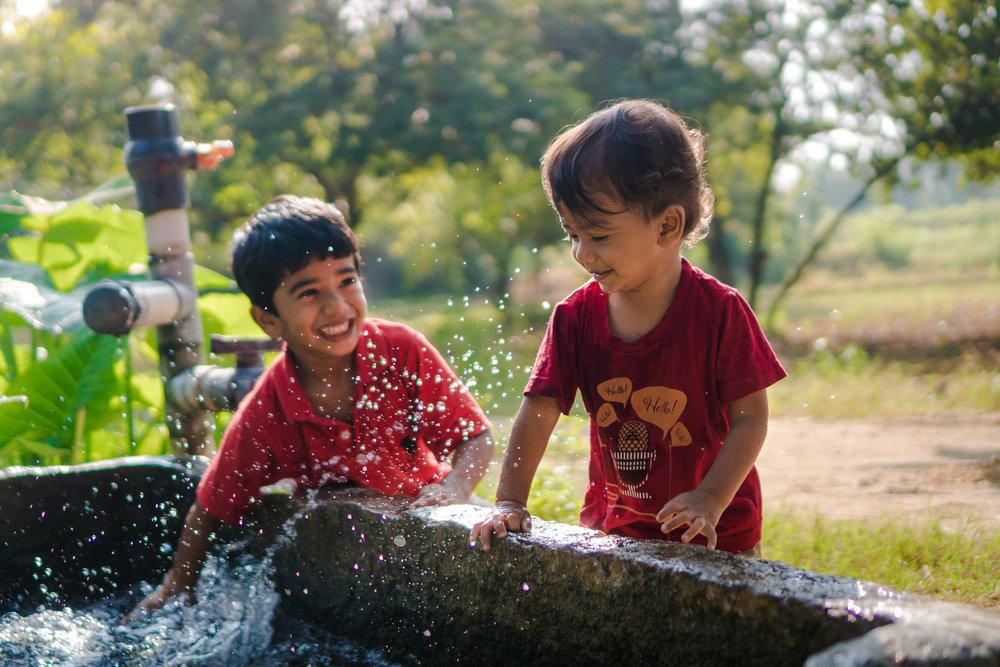 23122017-Boys-Playing-Water-Tank-150.jpg