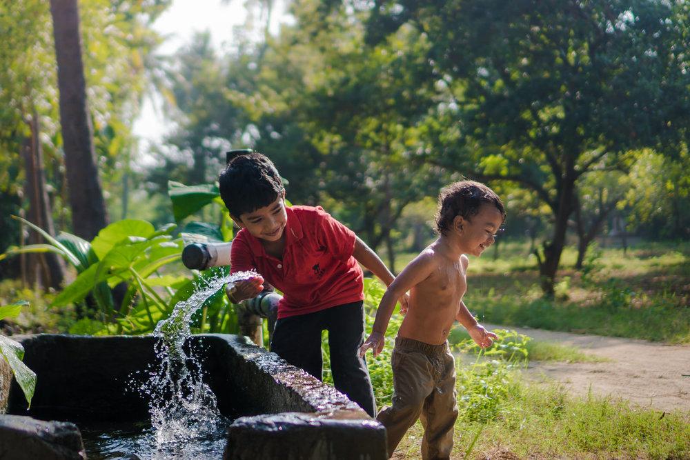 23122017-Boys-Playing-Water-Tank-348.jpg