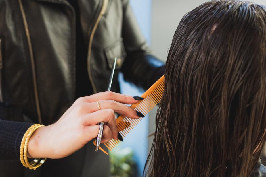 stylist-combing-brown-hair_925x.jpg