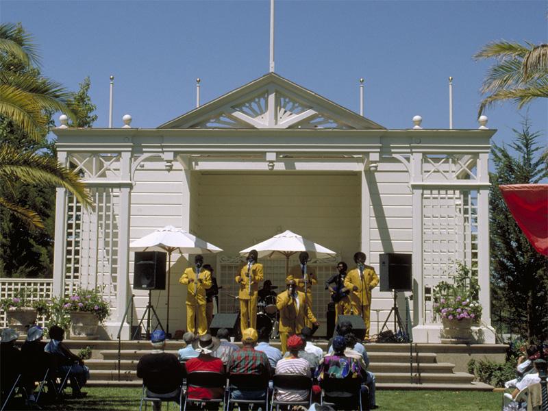 lg_bandstand_concert.jpg