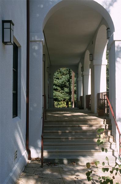 lg_holyredeemer_walkway.jpg