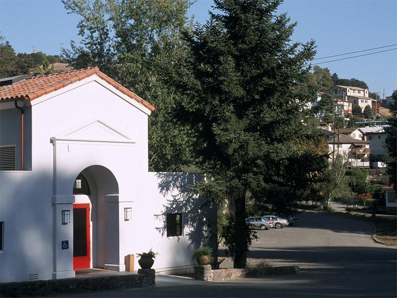 lg_holyredeemer_entrance.jpg