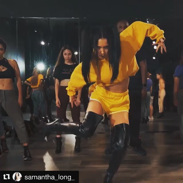 HALLOWEEN MONSTER ALERT 🎃👹😱 The almost peerless @samantha_long_  absolutely killing it to some Nicki and Kanye. Love the attitude 💥💥💥 . . . . #samanthalong #dancers #artists #hiphop #halloween #choreography #theme #losangeles #LA #influencers #insta #botd #boty #bestoftheyear #hotlist #monster #fashion #music #scene #bratlisted