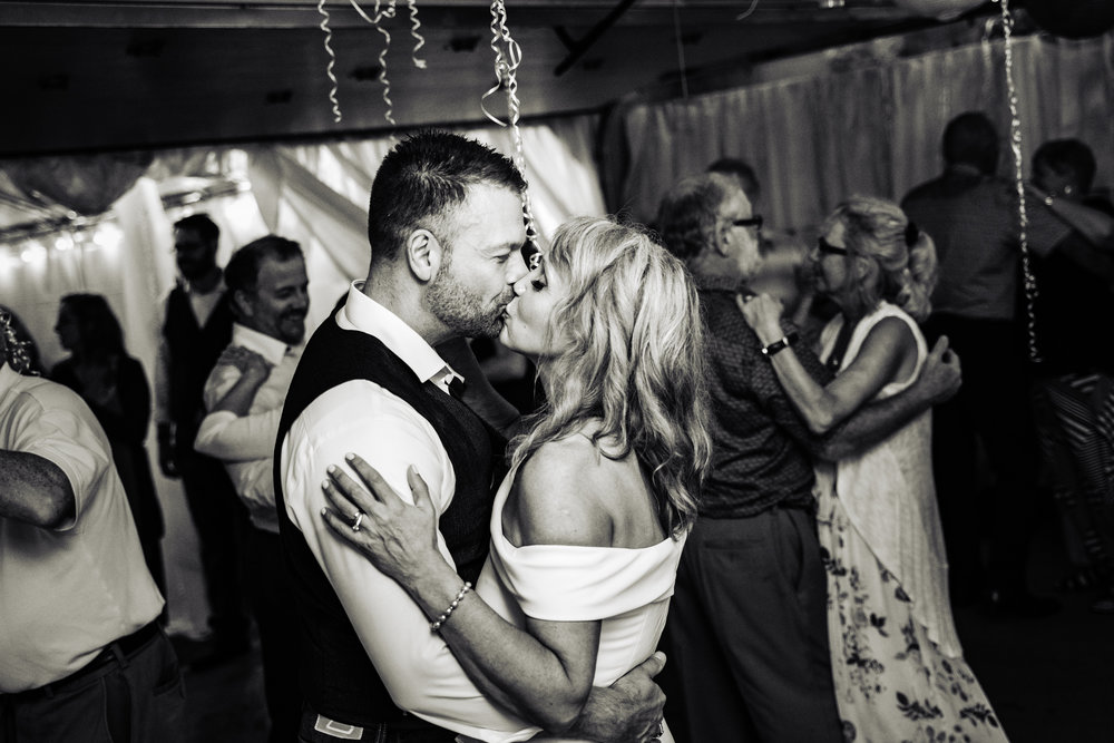 Halifax-wedding-photography-foxandfellow-nova-scotia-backyard-summer-canada-68.jpg
