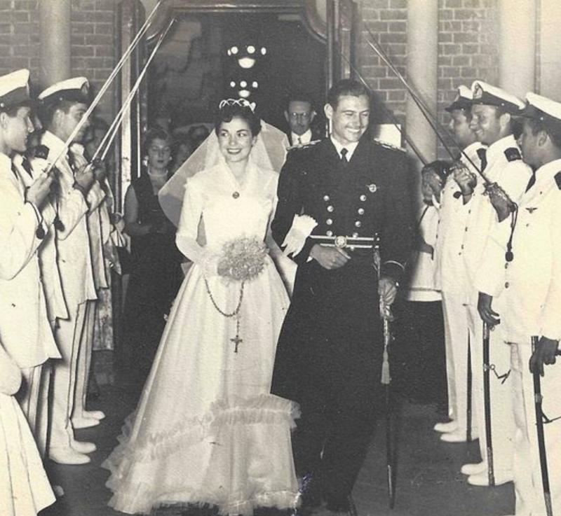 Catholic Wedding, 1955 (wikicommons, Buligio)