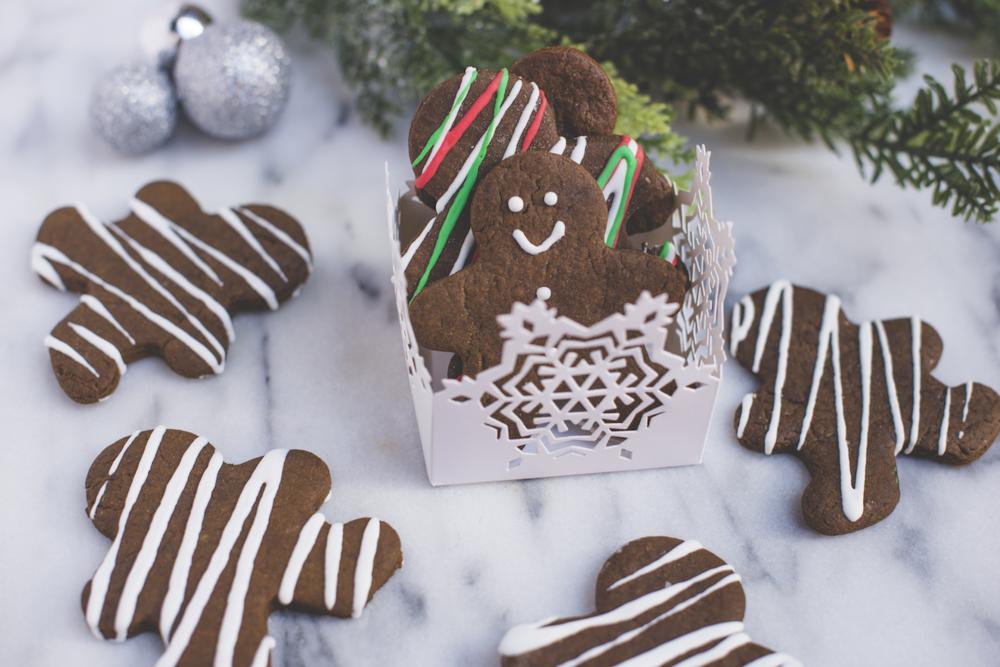 Gingerbread Men Snowflake Box.png
