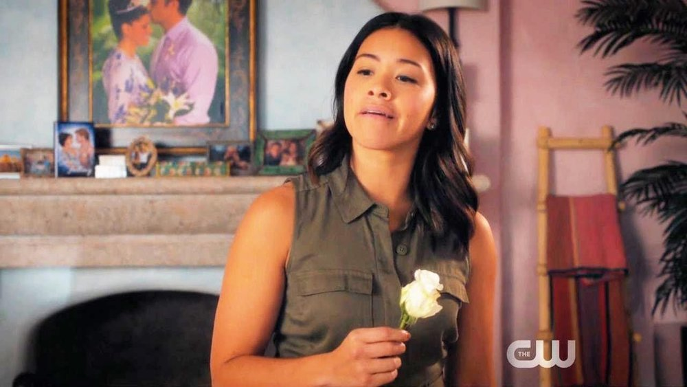 Jane (Gina Rodriguez) decides she needs to nip her growing relationship with Rafael (Justin Baldoni) in the bud