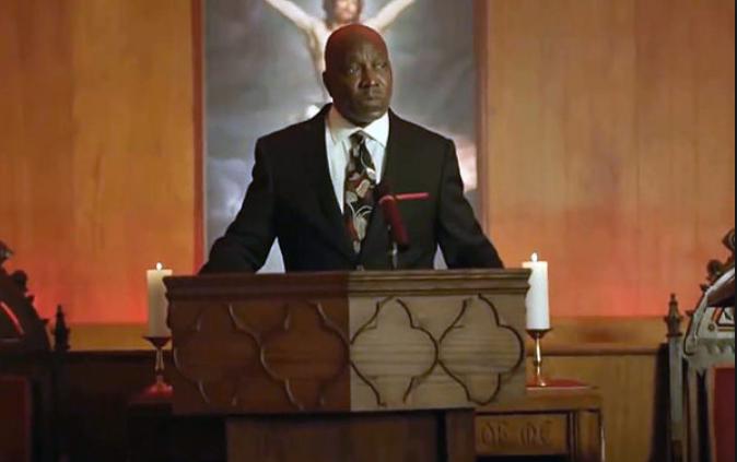 Reverend Holt (Clifton Powell)