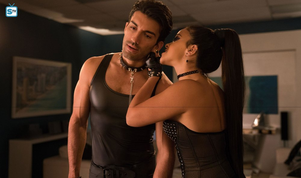 Jane (Gina Rodriguez) and Rafael (Justin Baldoni) in Jane's  Fifty Shades of Grey -inspired fantasy
