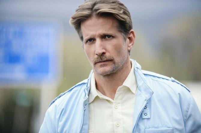 Steve Schneider (Paul Sparks)