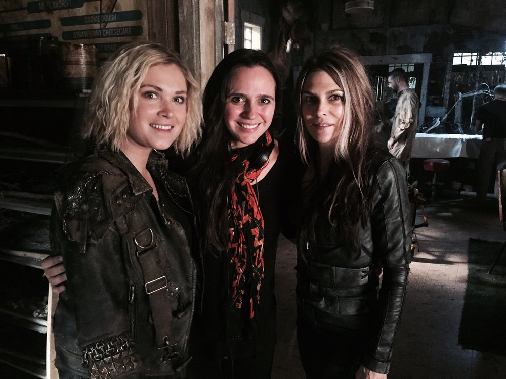 Eliza_&_Paige_on_S5_set.jpg