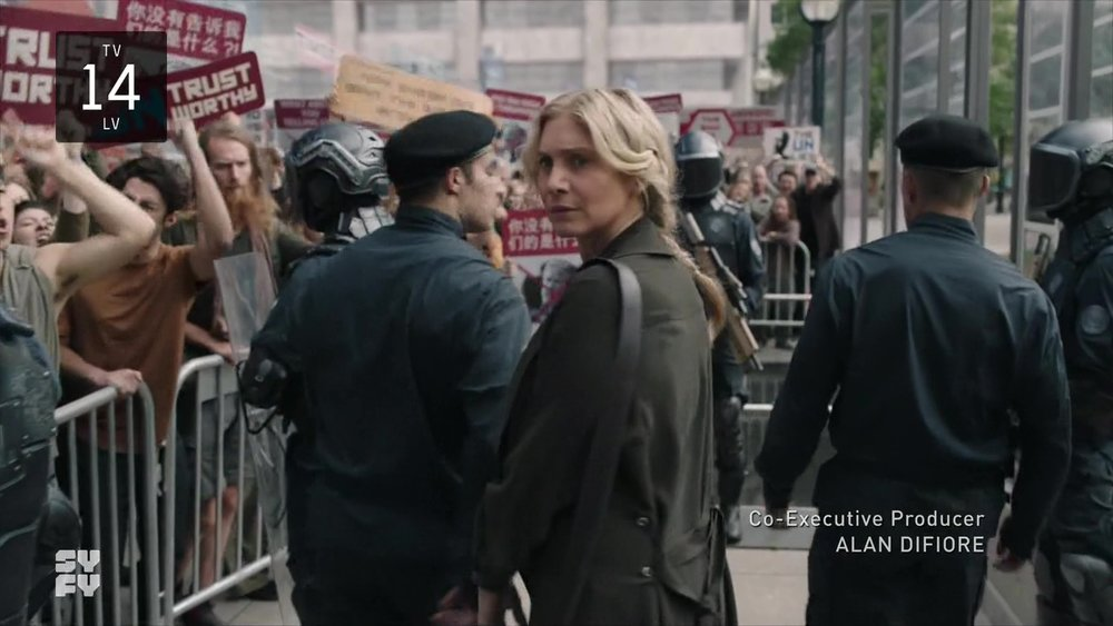 """The Expanse  3x02 """"IFF"""", Anna at the protest"""
