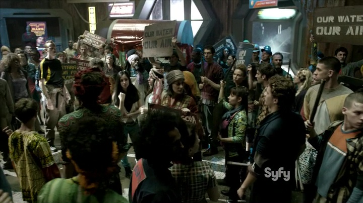 """The Expanse  1x03 """"Remember The Cant"""", wide shot of the Medina riot"""