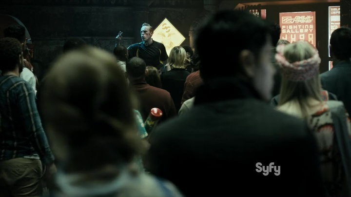 "The Expanse  1x01 ""Dulcinea"", over the shoulders of the crowd"
